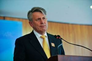 van Beurden told colleagues and peers to make their voices heard 'by members of government, by civil society and the general public'. Image courtesy of Pikolas.